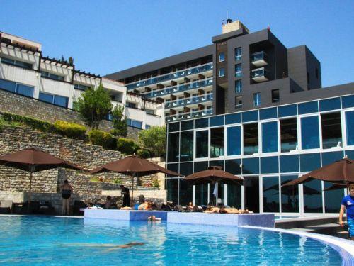 Shen Valentini ne Avala Resort & Villas